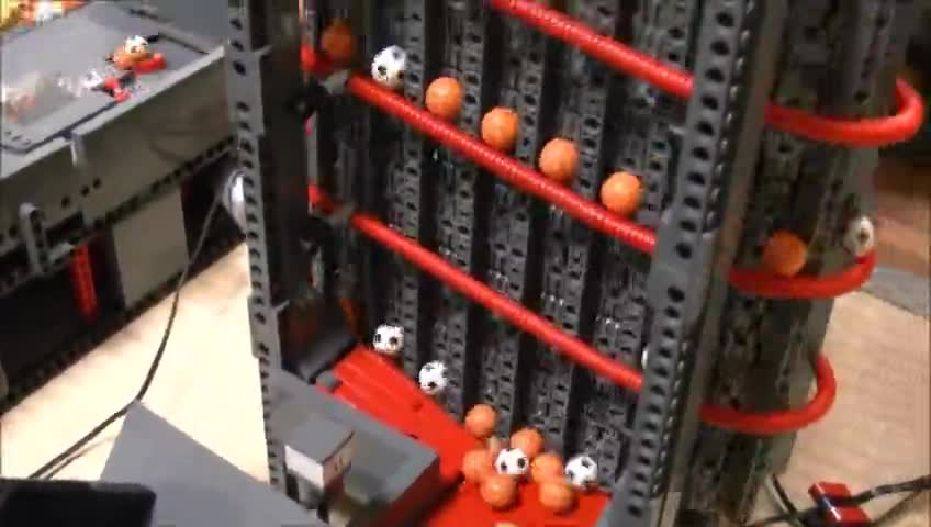 خلاقیت با لگو - کارخانه توپ سازی