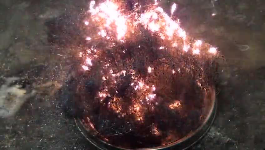 آزمایشگاه شیمی - آزمایش 3 - آتش زدن سیم ظرف شویی برای تولید اکسید آهن