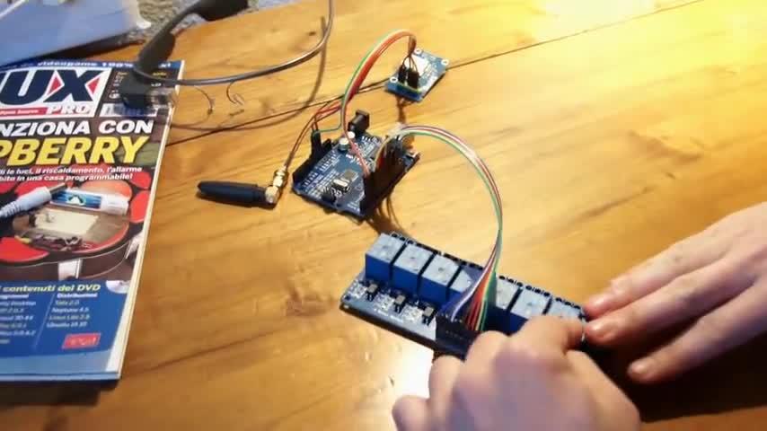 تخته سفید   Arduino opening 8 relay GSM module via SMS sim800L